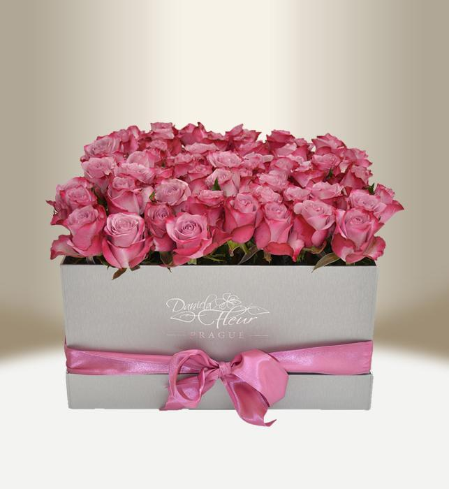 Luxury flower box with white roses round daniela fleur luxusn kvtinov box s remi stbrn hranat mightylinksfo
