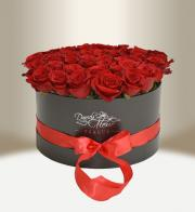Luxury floral black box with roses round - Flowers delivery in Prague